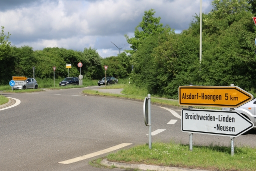 Direction signs around the roundabout in Linden-Neusen